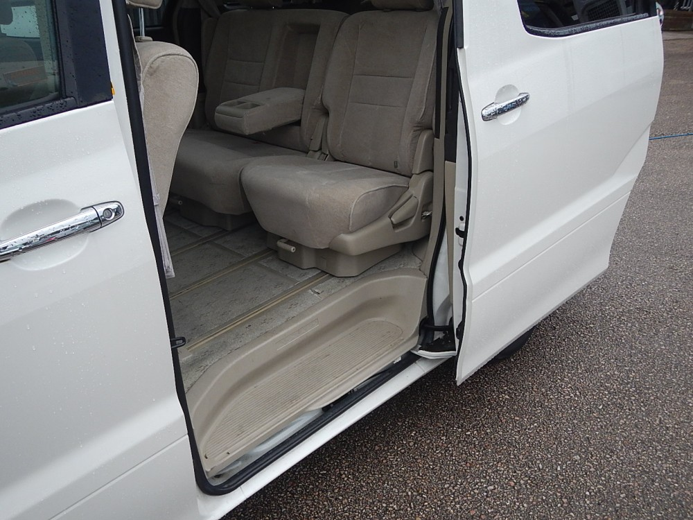 2004 Toyota Alphard MPV